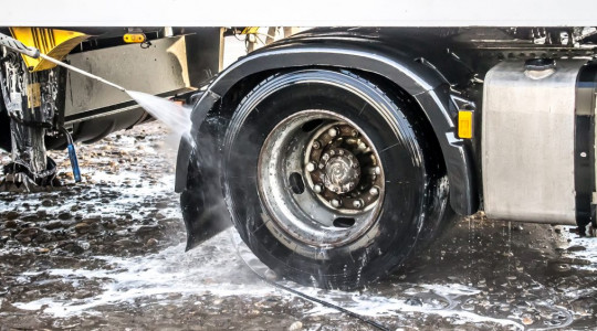 How to Clean Wheels and Tyres